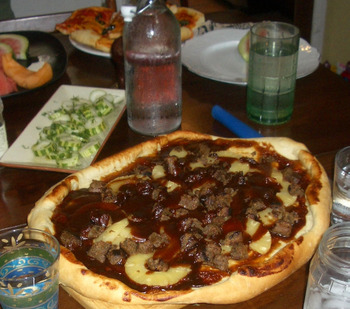 Bbq_pizza_with_sausage_and_pineappl